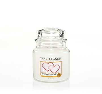 Yankee Candle Klassik Mittleres Glas Snow In Love™
